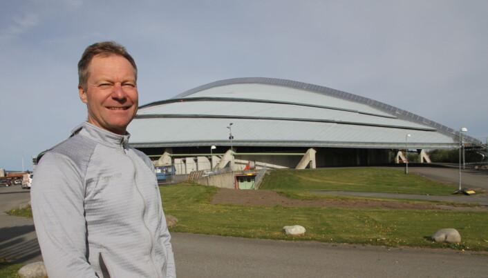 Konrad Sel foran Vinkingskipet, som er arena for Østlandske Storhusholdning i oktober i år. (Foto: Morten Holt)