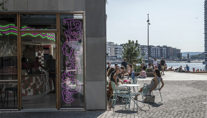 En ny undersøkelse viser at 39 prosent har spist på restaurant i Bjørvika i løpet av 2020, opp fra 33 prosent i 2018. 13 prosent har handlet i butikkene, som er mer enn en dobling fra seks prosent i 2018. (Illustrasjonsfoto: Katrine Lunke)