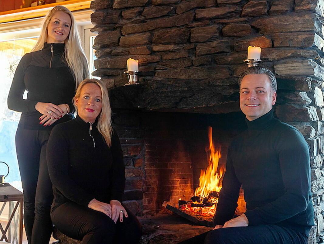 ProHemsedals team består av Karin Follesø (daglig leder), Astrid Elisabeth Kihle Jordan (salgssjef) og Andreas Tangberg (markedssjef). (Foto: ProHemsedal)
