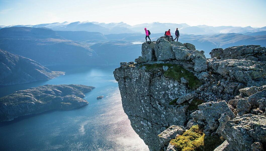 Europas høyeste sjøklippe, Hornelen (860 moh.). (Foto: Sverre Hjørnevik, arkiv)