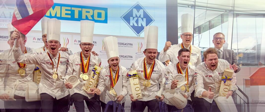 Det norske kokkelandslaget (senior) tok gull i kokke-OL 2020 – og er per nå best i verden.. Flere tiårs satsing på norske kokkekonkurranser har hatt enorm betydning for det norske kjøkkens utvikling. Nå er kokkelandslagene for de neste fire årene klare (Foto: NKL)