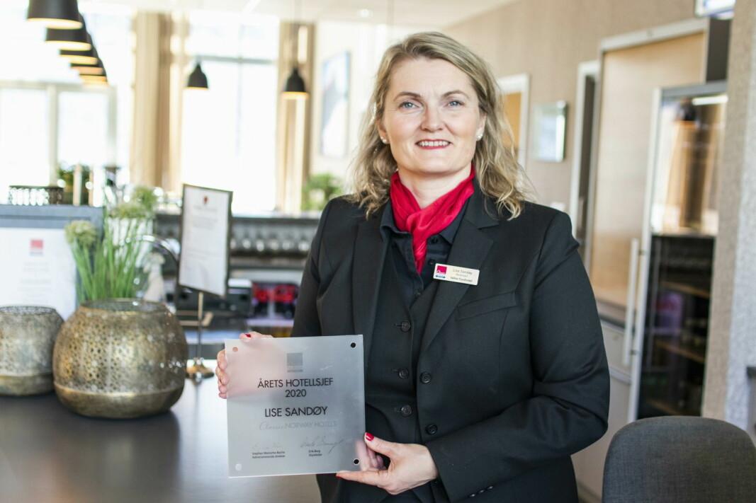 Hotellsjef Lise Sandøy ved Valldal Fjordhotell er kåret til «Årets leder 2020» i Classic Norway Hotels. (Foto: Classic Norway Hotels/Christer Olsen/Christerolsenphoto)