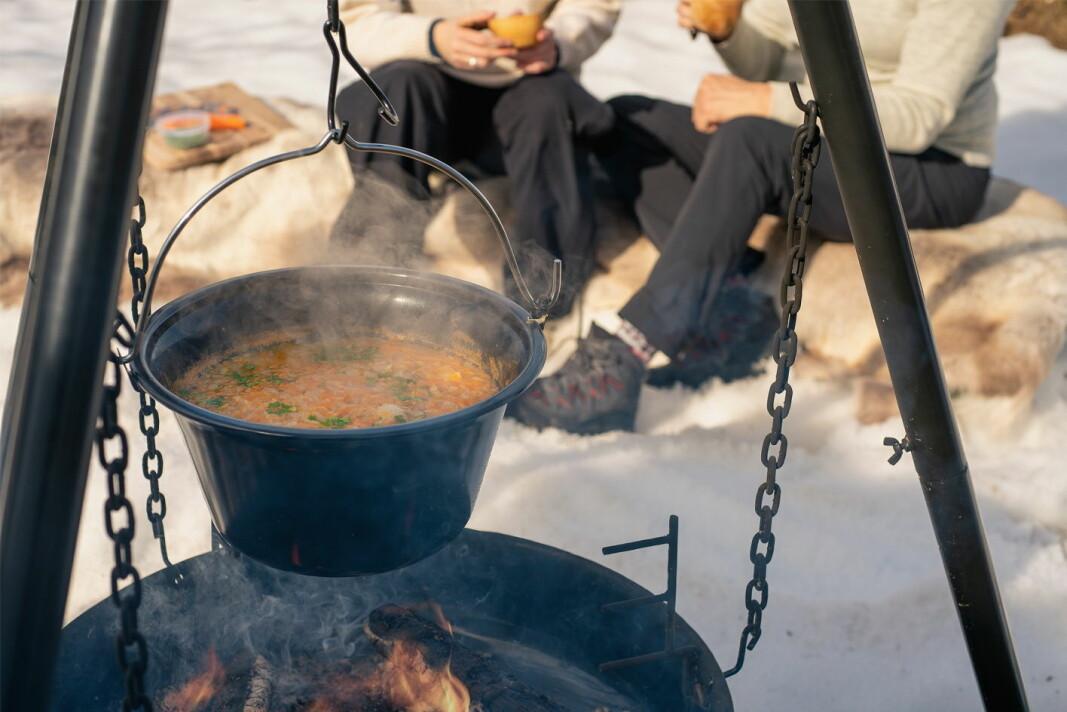 Rivesuppe er en grønnsaksuppe som er enkel og rask å lage ute. (Foto: Frukt.no)