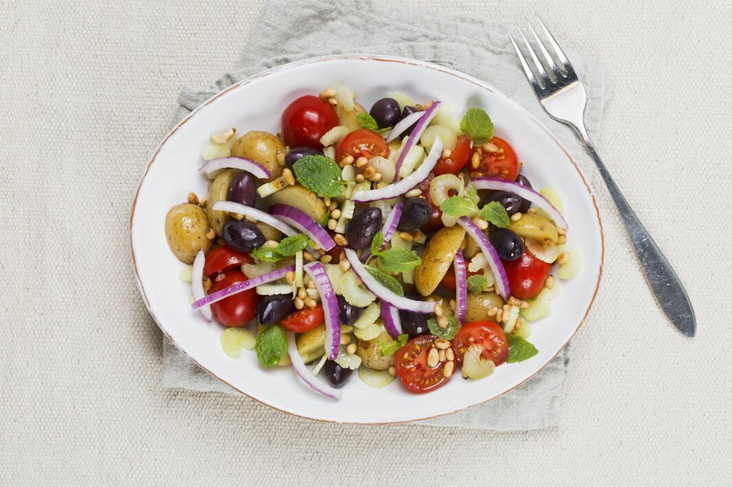 Kalde poteter kan bli deilig lunsjsalat. (Foto: Frukt.no/Mette Garmann)