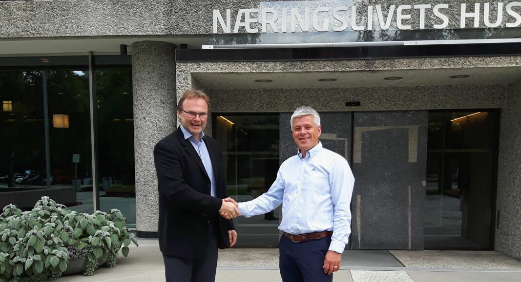 Daglig leder for Greenway-Norge AS, Jan-Erik Pavels Smith (til venstre) sammen med Morten Karlsen hos NHO Reiseliv Innkjøpskjeden (Foto: Greenway-Norge/NHO Reiseliv Innkjøpskjeden)