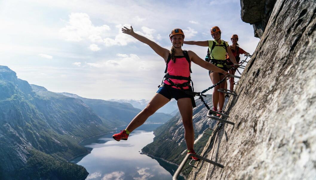 Reiseplanleggeren skal inneholde informasjon fra alle reiselivsdestinasjonen i Fjord Norge-regionen - fra Jæren i sør til Smøla i nord. Her fra Trolltunga Via Ferrata. (Foto: Simon Sjøkvist)