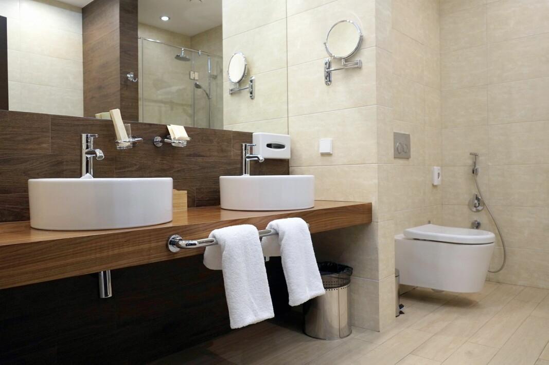 Vi forsyner oss godt fra baderommet. (Foto: Colourbox.com)