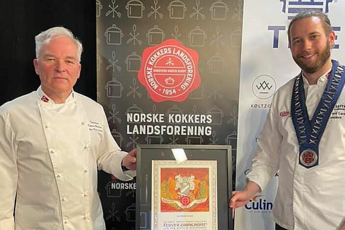 Geir Rune Larsen (til venstre) sammen med president i NKL, Kim-Håvard Larsen. (Foto: NKL)