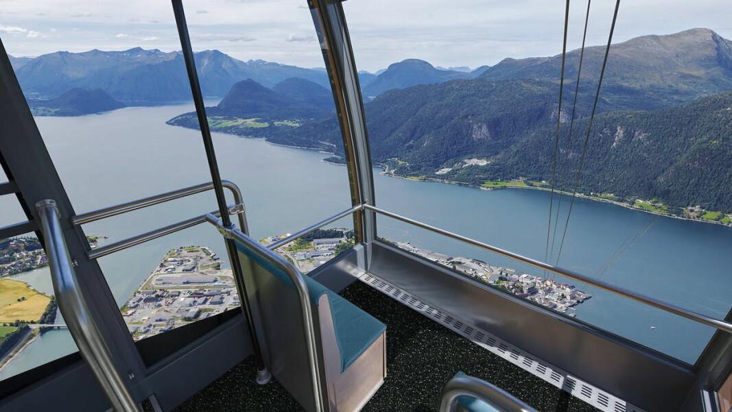Fra gondolen vil du få panoramautsikt mot Åndalsnes og Romsdalsfjorden. (Illustrasjon: Romsdalsgondolen)