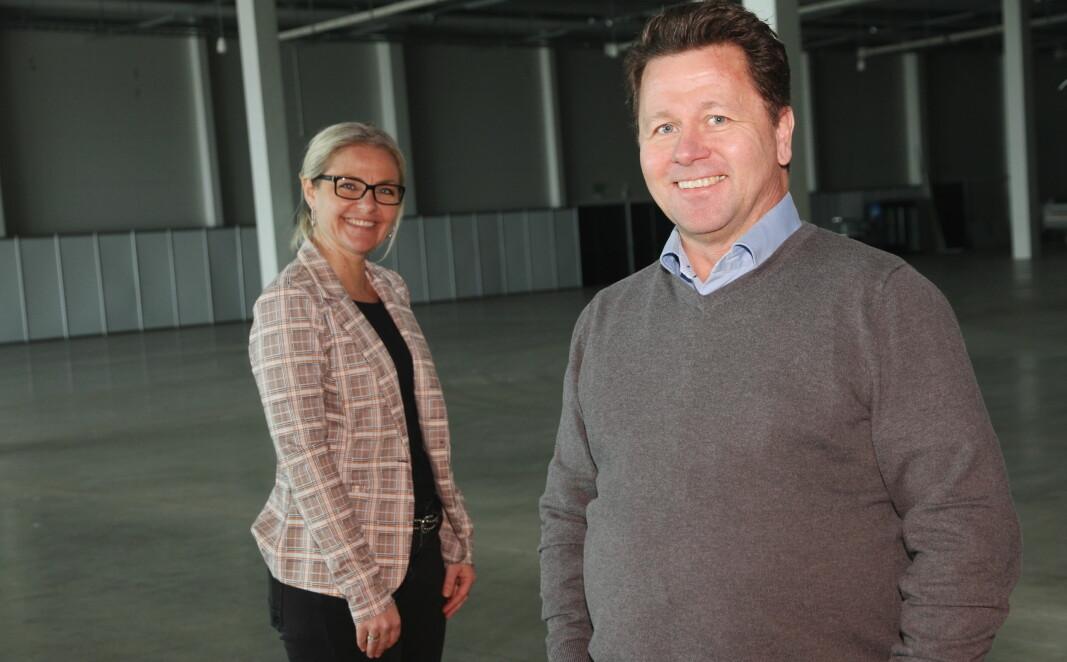 Administrerende direktør for X Meeting Point, Gyrid Eggen og daglig leder for BFSN, Joe Harald Strand, i en av to store utstillingshallene på X Meeting Point. (Foto Morten Holt)