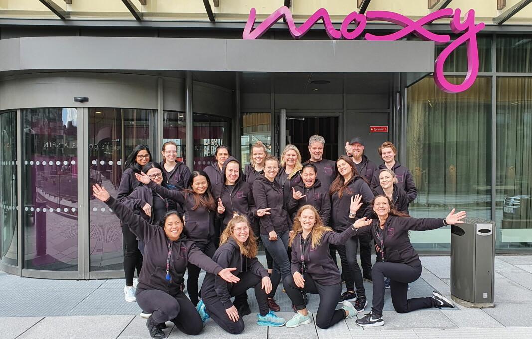 Moxy Bergen har åpnet. Her er noen av de ansatte. (Foto: Moxy Bergen)