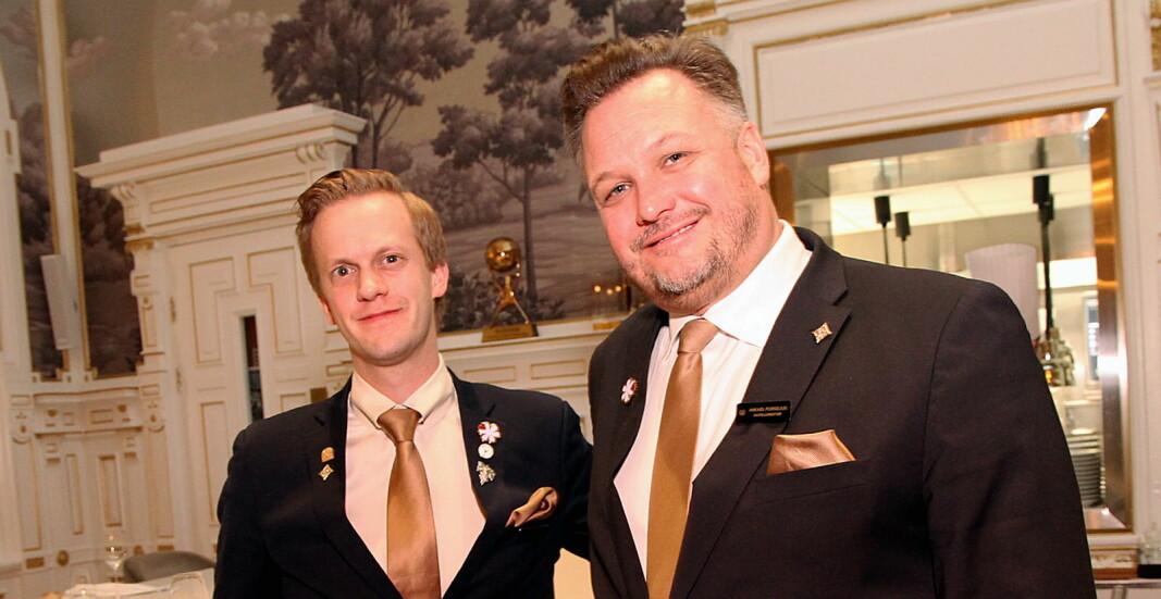 Henrik Dahl Jahnsen (til venstre) sammen med hotelldirektør på Britannia Hotel, Mikael Forselius. (Foto: Morten Holt)