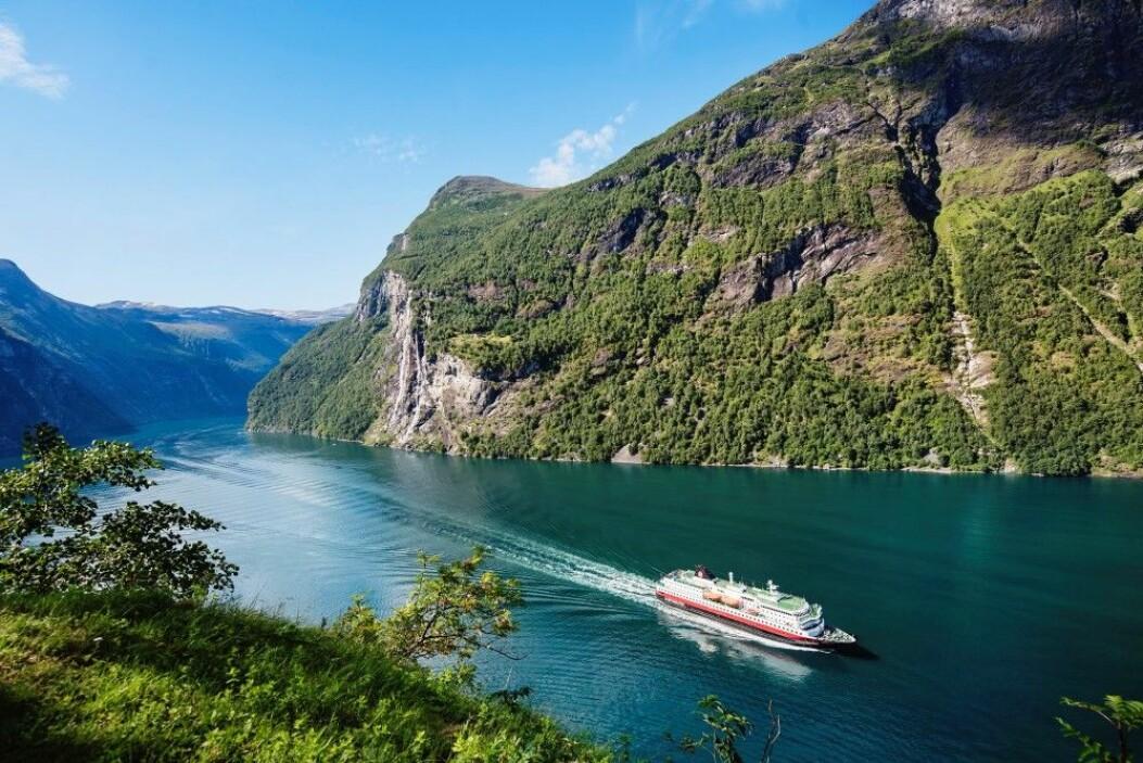 MS Nordlys i Geirangerfjorden. (Foto: Agurtxane Concellon/Hurtigruten)
