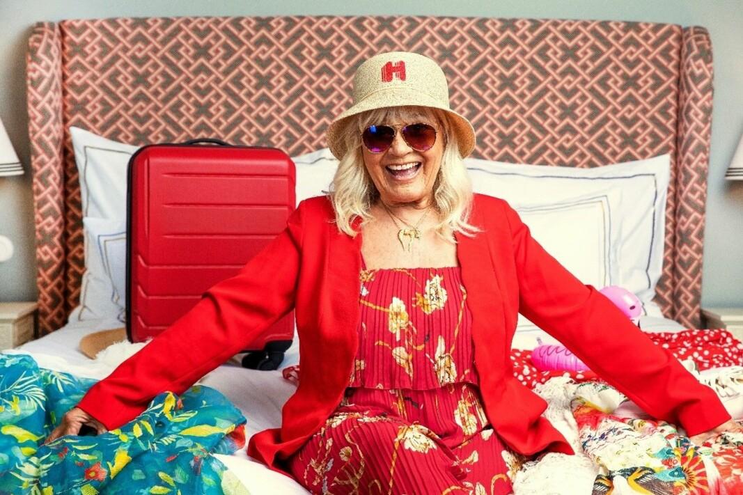Skuespilleren og eventyreren Christina Schollin lanserer kampanjen, etter selv å ha blitt nominert av sin familie til å vinne Hotels.com sitt «Gylne reiseår». (Foto: Hotels.com)