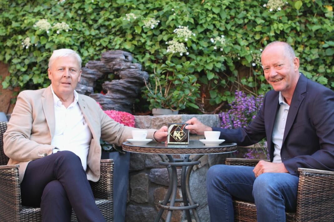 Daglig leder i Konsumgruppen, Arild S. Larsen (til venstre) og administrerende direktør i Asko Norge AS, Tore Bekken. (Foto: Konsumgruppen)