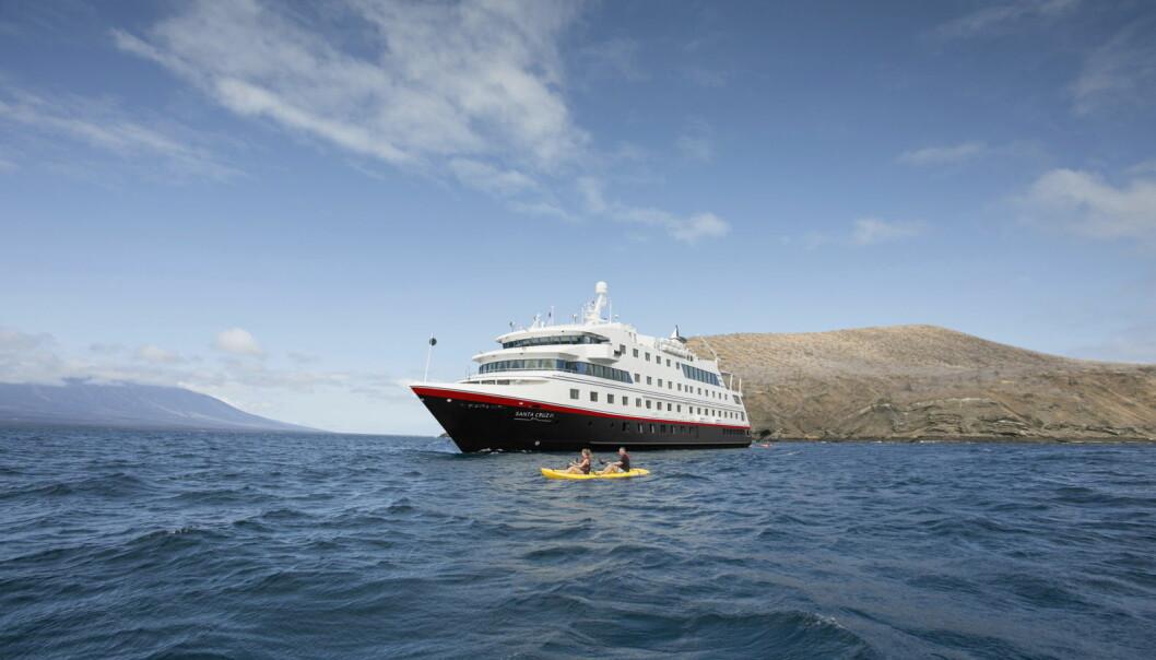 Med god plass til bare 90 gjester, får Hurtigruten Expeditions-reisende en eksklusiv opplevelse om bord på MS Santa Cruz II. (Foto: Hurtigruten Expeditions)