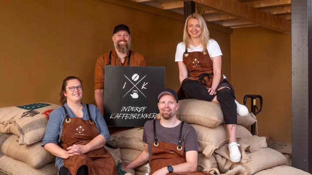Øver-Bakken blir til Inderøy kaffebrenneri. Fra venstre Hedda Skorem, Einun Skorem, Gaute Thomassen, Silje Bragstad Hammer. (Foto: Inderøy kaffebrenneri)