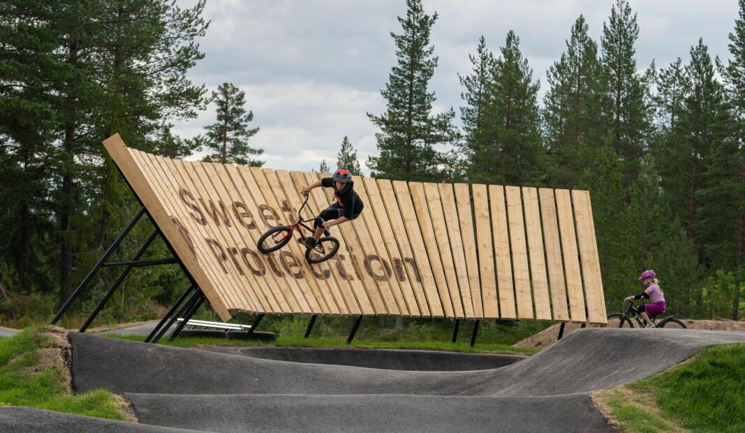 Trysil åpnet Norges største pumptrack til fellesferien i år. Den har blitt veldig populær, og har hatt hele 33 000 passeringer til nå. (Foto: Jonas Sjögren)