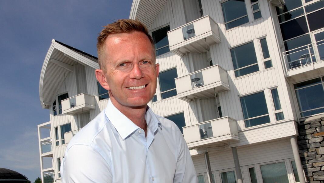 Stephen Meinich-Bache er administrerende direktør i Classic Norway Hotels. Her fotografert utenfor Hotell Molde Fjordstuer, et av hotellene i kjeden. (Foto Morten Holt)