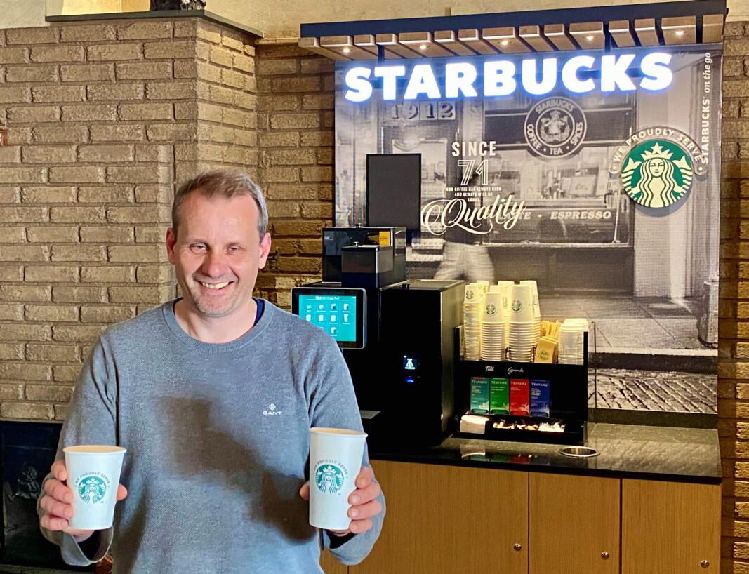 Erling Theodorsen, restaurant Heimatt og Bergo Hotel serverer fra i dag Starbucks-kaffe, som første sted i Innlandet. (Foto: Pressefoto)