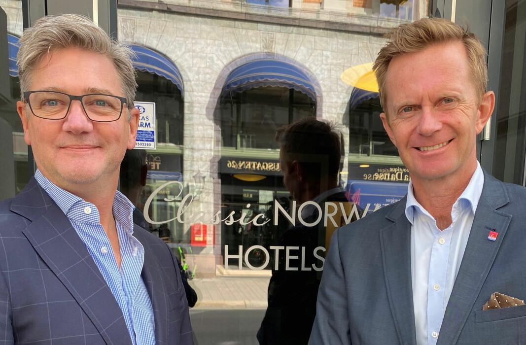 Administrerende direktør i Classic Norway Hotels, Stephen Meinich-Bache (til høyre) sammen med Michael Heldre, som er nyansatt i selskapet med ansvar for forretningsutvikling og franchise. (Foto: Classic Norway Hotels)