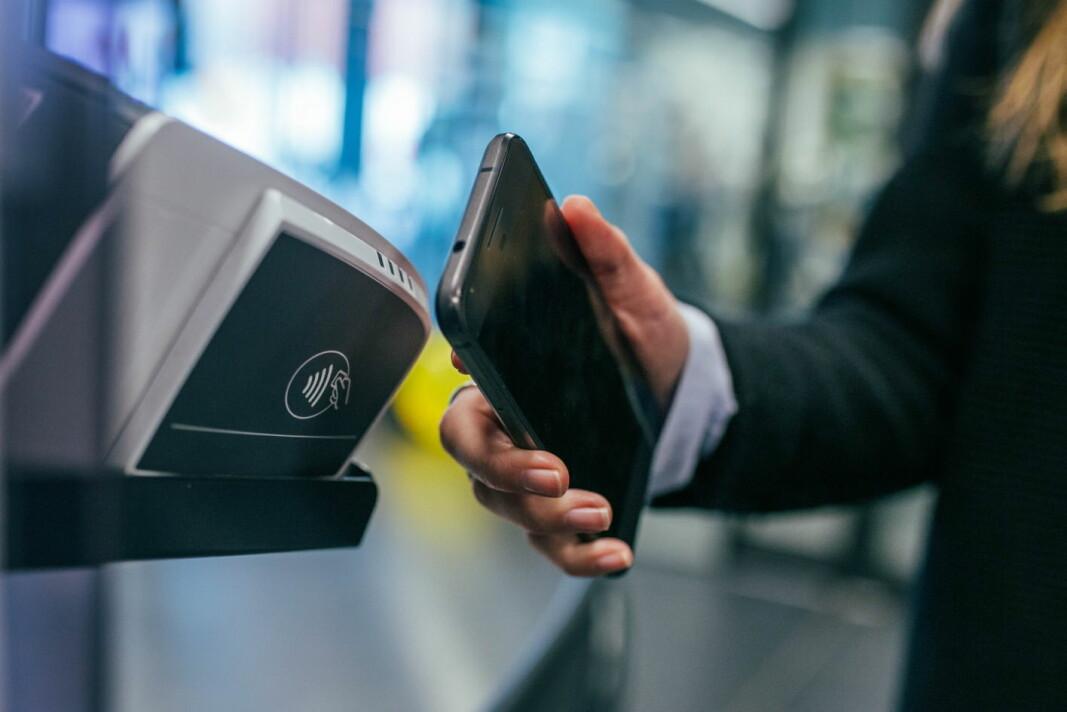 Fire av fem betalinger i Norge skjer nå kontaktløst. (Foto: Unsplash/Jonas Leupe/Adyen)