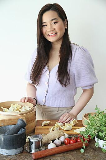 Elisabeth Le er kokebokforfatter og innholdsprodusent for Altasiatisk. Hun har lang og allsidig erfaring med bruk av ulike fiskesauser, og er med i prosjektet for å teste ut ulike prototyper av den nye fiskesausen. (Foto: Elisabeth Le/Altasiatisk)