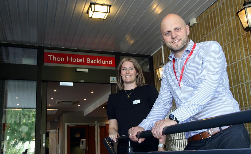 Mat- og drikkeansvarlig Christina Egge Fredriksen og hotelldirektør Jostein Austli. (Foto: Morten Holt)