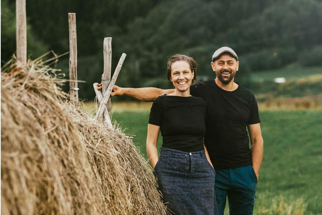 Kathrine Sandvold Lundgren og Arild Gaasvik driver Vuku gårdsmeieri i Trøndelag, som er kåret til Årets lokalmatgründer 2021. (Foto: Vuku gårdsmeieri)
