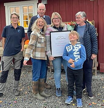 Jubel på Fredheim gård etter at gården ble kåret til Norges beste gårdsbutikk. (Foto: Hanen)