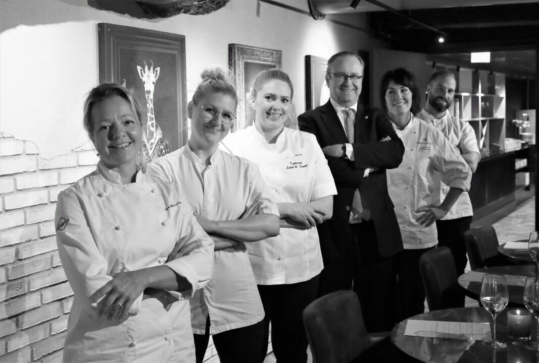 En av juryene i Det Norske Måltid 2021. Fra venstre Britt Elisabeth Fossdal (Designkokken), Mette B. Evensen (kjøkkensjef Le Bistro), Lisbeth Størvold (kjøkkensjef, Søstrene Karlsen), Roar Hildonen (To Rom og Kjøkken/E.C. Dahls kjøkken), Cathrine Nilsen (Head Pastry Chef, Britannia Hotel) og Adam Schive Bjerck (Bjerck restaurant / Adams matkasse). (Foto: Det Norske Måltid, Kristin Austigard)