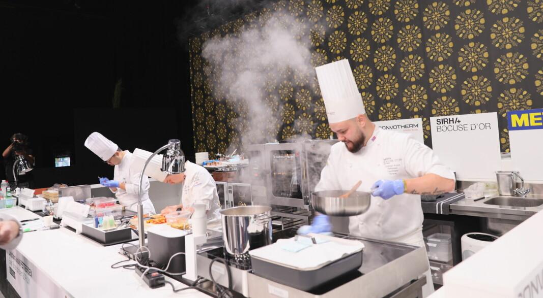 Christian A. Pettersen er Norges mestvinnende i Bocuse d'Or. Her i aksjon i årets konkurranse i Lyon. (Foto: Stiftelsen Norsk Gastronomi)